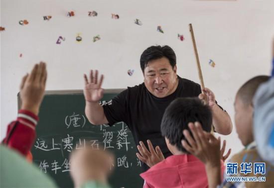 """(图片故事)(1)""""只剩一名学生我也会认真教下去"""""""