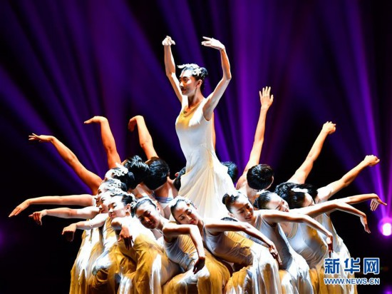 (文化)(2)中国残疾人艺术团公益巡演献艺青海