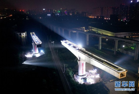 合安高铁肥西联络线跨合武铁路100米连续梁成功转体