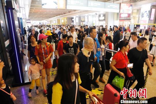 """铁路上海站公布2019年""""中秋""""运输方案预计发送旅客158万人"""