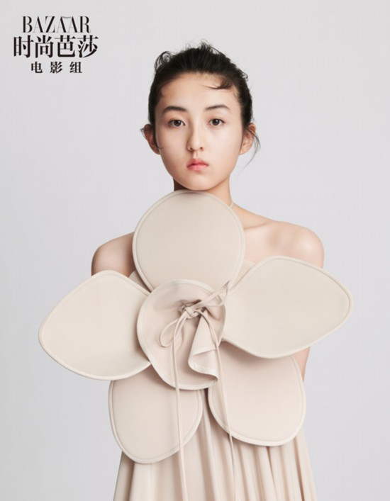 张子枫最新时尚大片曝光浓烈油画式妆容复刻优雅