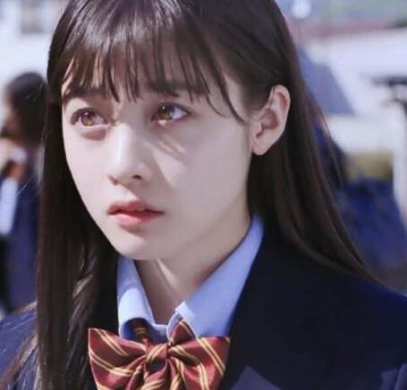 公认的初恋脸:韩国林允儿,日本桥本环奈,中国是她