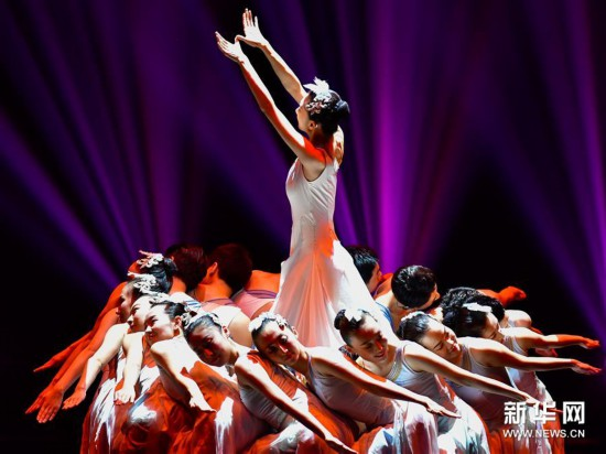 (新华视界)(3)中国残疾人艺术团公益巡演献艺青海