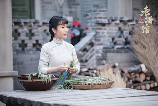 """《老酒馆》花式斗法 秦海璐""""迷""""倒众人"""