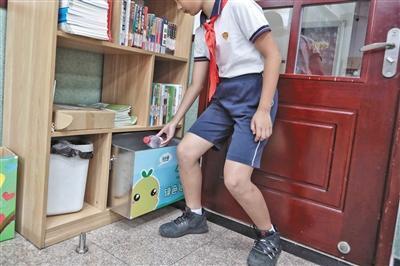 北京部分中小学普及垃圾分类鼓励学生主动回收分类