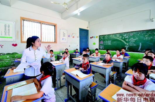 """【关于朋友的名言】""""学生样""""的女校长,振兴乡村学校的""""钢铁侠"""""""