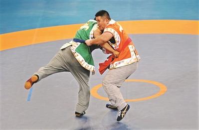全国少数民族传统体育运动会广东摔跤小伙有个冠军梦
