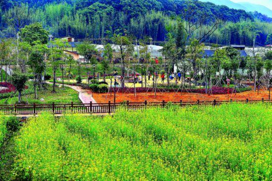 我市全面实施乡村振兴战略,助力全面建成小康社会。这是环境优美的龙门上东村。  惠州日报记者汤渝杭 摄