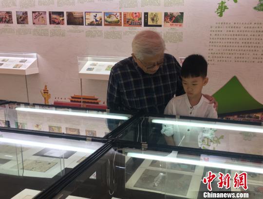 上百册连环画及创作手稿北京亮相展现新中国70年发展