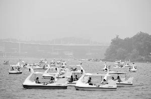 小长假第二天南京七大旅游景区总接待游客47.9万人次