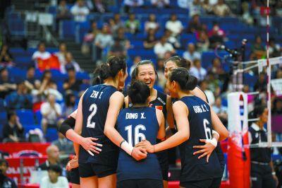 中国女排3比0完胜俄罗斯队