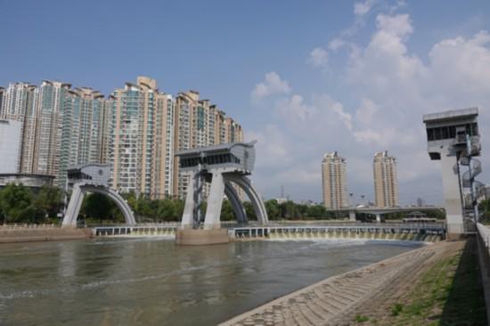 600-4现场观摩秦淮河环境综合整治工程重要组成部分--三汊河河口闸工程.jpg