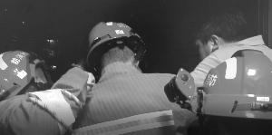 蘇州民警回家過結婚紀念日 路上順便救了個人
