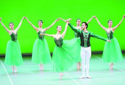 芭蕾舞团为祖国献《珠宝》