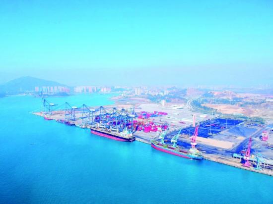 """惠州港已形成""""一港四区""""格局。这是荃湾港区通用码头。  惠州日报记者汤渝杭 摄"""