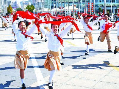 图片新闻:飞扬红领巾献礼新时代