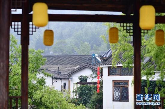 """(社会)(3)河南信阳:""""多彩田园""""铺就绿色发展之路"""