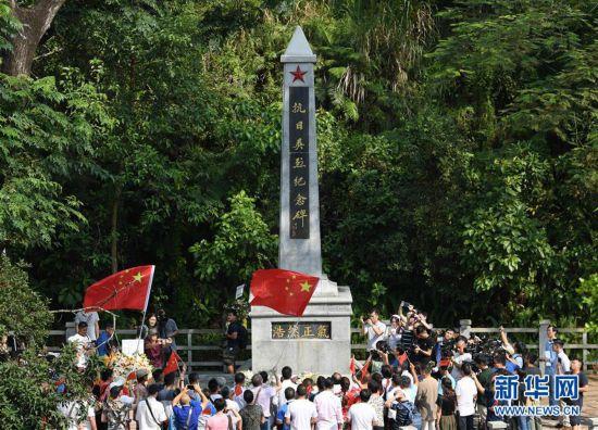 """(图文互动)(1)勿忘""""九・一八""""――香港市民集会强烈谴责暴徒破坏抗日烈士纪念园"""