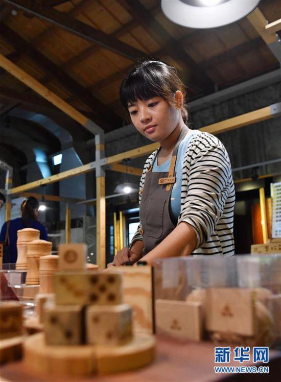 """(台湾故事・图文互动)(5)专业彩票赚钱项目,台湾宜兰:老造纸厂的""""文艺进行时"""""""
