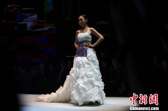 中国元素亮相重庆国际时装周
