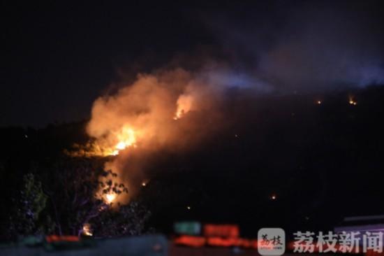 连云港花果山发生一起火灾 嫌疑人现已被控制