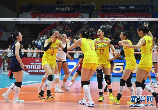 (体育)(2)排球――女排世界杯:中国队战胜美国队