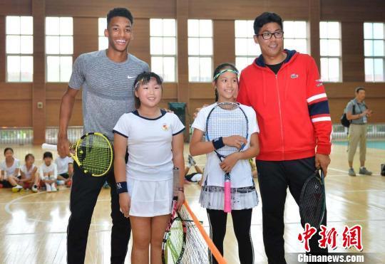 ATP成都网球公开赛:国际球员校园与同学互动