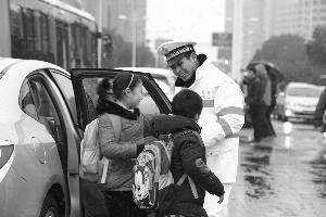 """江苏两位民警入围天下""""最美基层民警""""候选人"""
