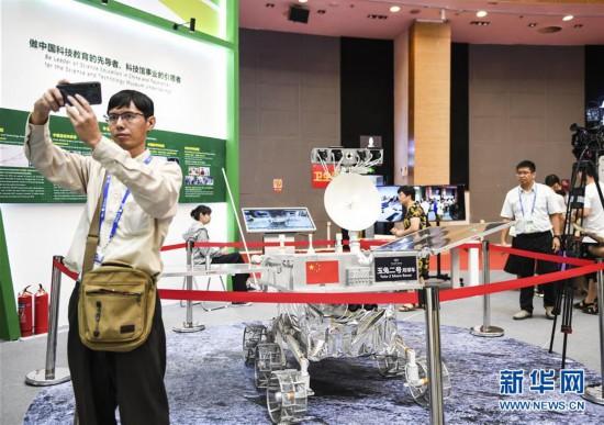 第十六届中国—东盟博览会:智能机器人、无人机等高科技产品引人关注