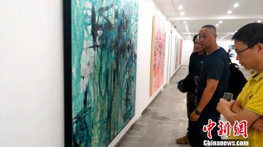 澳籍藝術家俞曉剛在廈展出當代繪畫藝術展