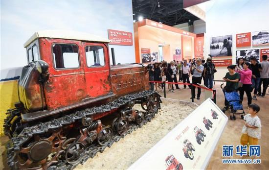 (社会)(3)庆祝中华人民共和国成立70周年大型成就展向公众开放