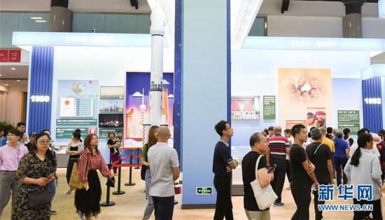 (社会)(5)庆祝中华人民共和国成立70周年大型成就展向公众开放