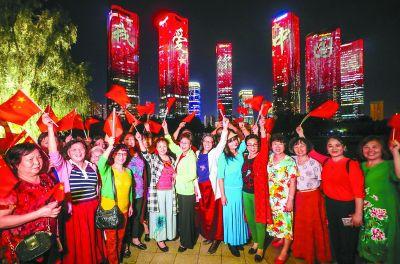 23万面国旗飘扬40余处灯光秀盛宴北京全城开启国庆盛典模式