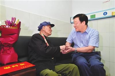 江西省委书记刘奇:以英模先进为榜样弘扬爱国主义精神