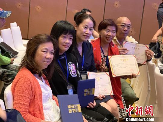 首批60名港澳导游及领队获颁横琴专用导游证