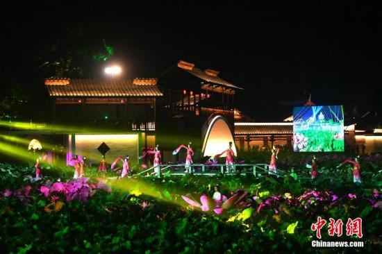 大型灯光秀亮相福建宁德世界地质公园文化旅游节