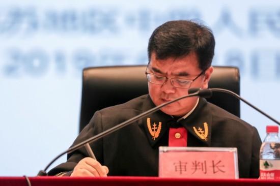 2019年6月18日,浙江省高院援疆干部肖國耀在第三次債權人會議現場。阿克蘇中院供圖.jpg