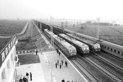 纵贯南北的能源运输大通道浩吉铁路开通运营