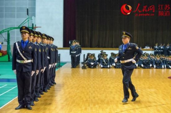 南京城管执法队伍举行队列会操比赛
