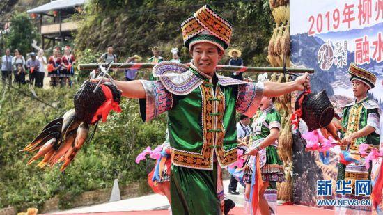 (社会)(8)苗乡欢庆丰收节