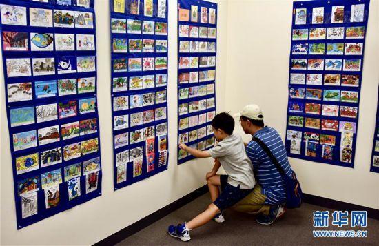 (国际)(1)中日青少年手写手绘明信片展在东京开展
