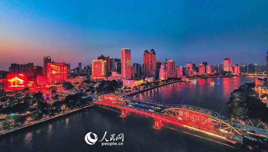 广州迎国庆灯光秀。陈碧信  摄