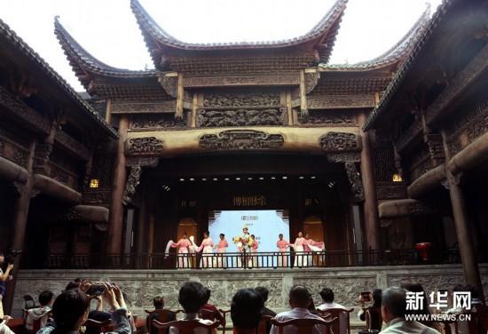(文化)(3)上海:300年历史古戏楼开幕运营