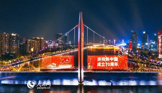广州市海珠区猎德大桥夜景。邱活 摄