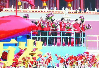 国庆70周年群众游行故意外惊喜中国女排登上国庆彩车