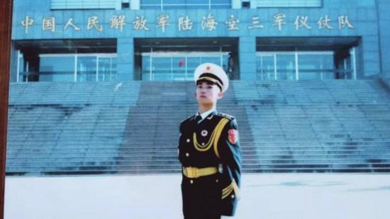 """苏州小伙亮相阅兵式仪仗方队 """"苛刻""""到连腿长都要测量"""