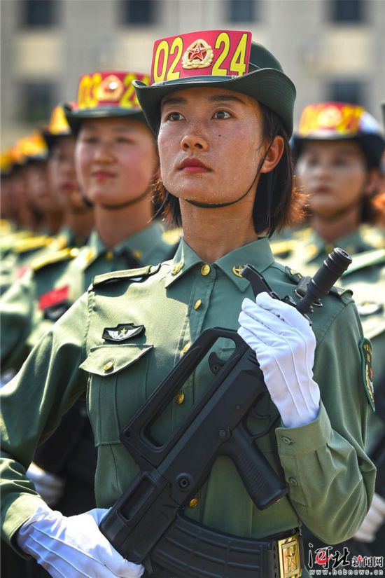 女兵方�的��故事:�H�I玫瑰�`放�兵��