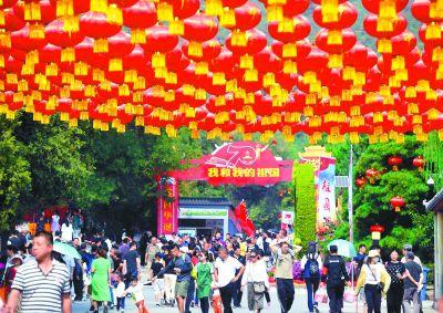 昨天北京市属公园及园博馆60.5万人次游客逛公园