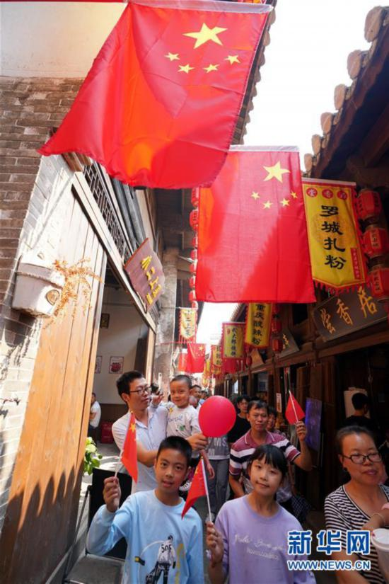(社会)江西万载:古城装饰一新迎国庆