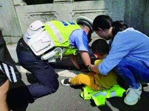 5岁男孩脚卡进南京中山陵排水洞交警消防施